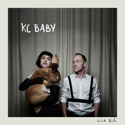 Omslag till Lila blå med KC BABY